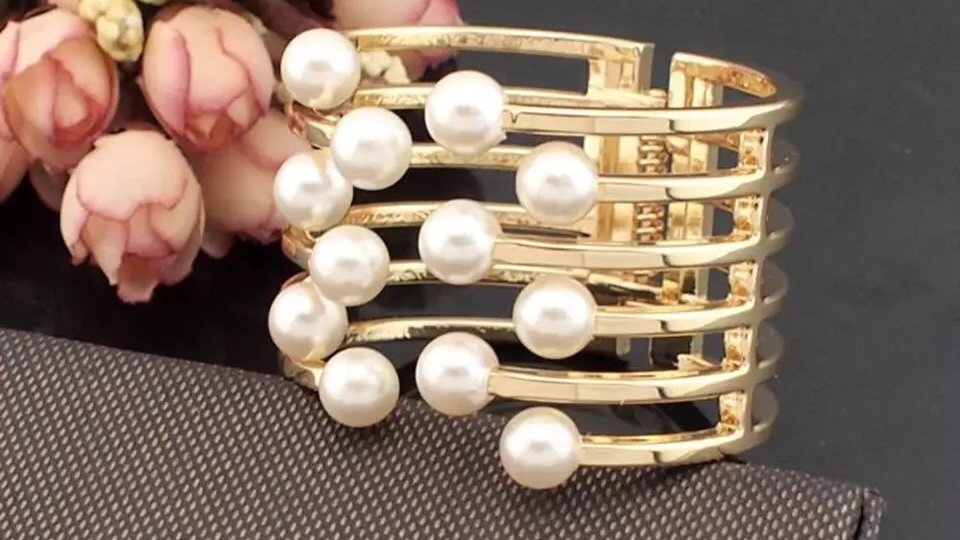Gold with pearl bracelet