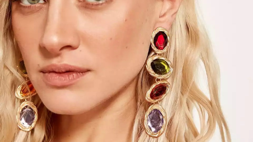 Multicoloured with gold earring
