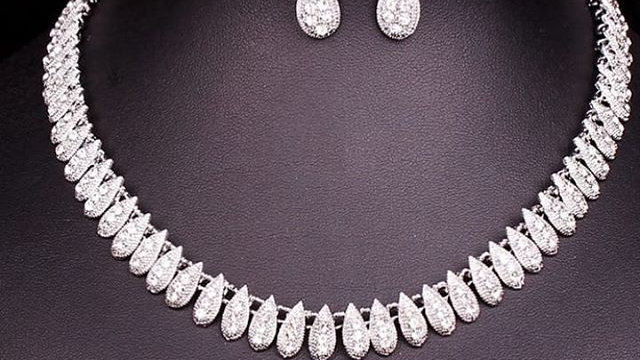 Beautiful silver necklaceset