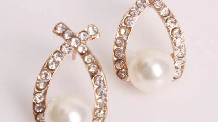 Gold with pearls earring