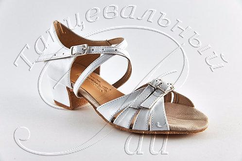 Рейтинговые туфли с двумя пряжками