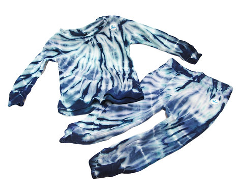 Ocean Spin 2-piece long sleeve top/pant set ($30)