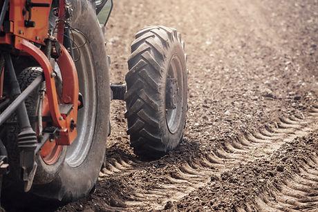 Las ruedas del tractor