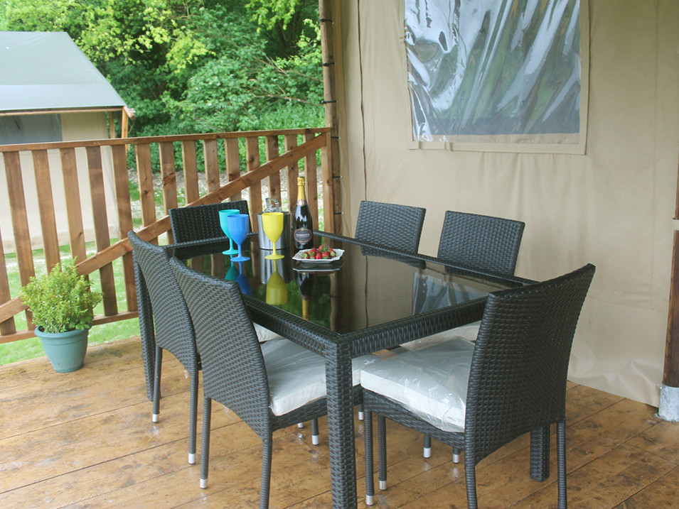 Hawk Lodge outdoor eating space