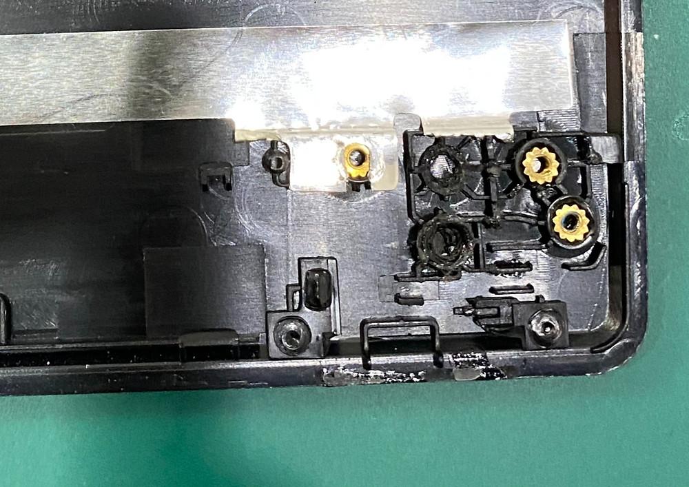 ノートパソコンのヒンジ修理