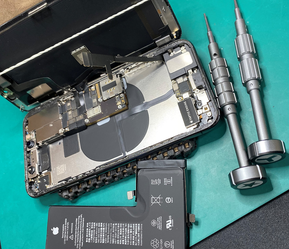 iPhoneのバッテリー交換いたします♪《パソコン修理 iPhone修理 高岡》