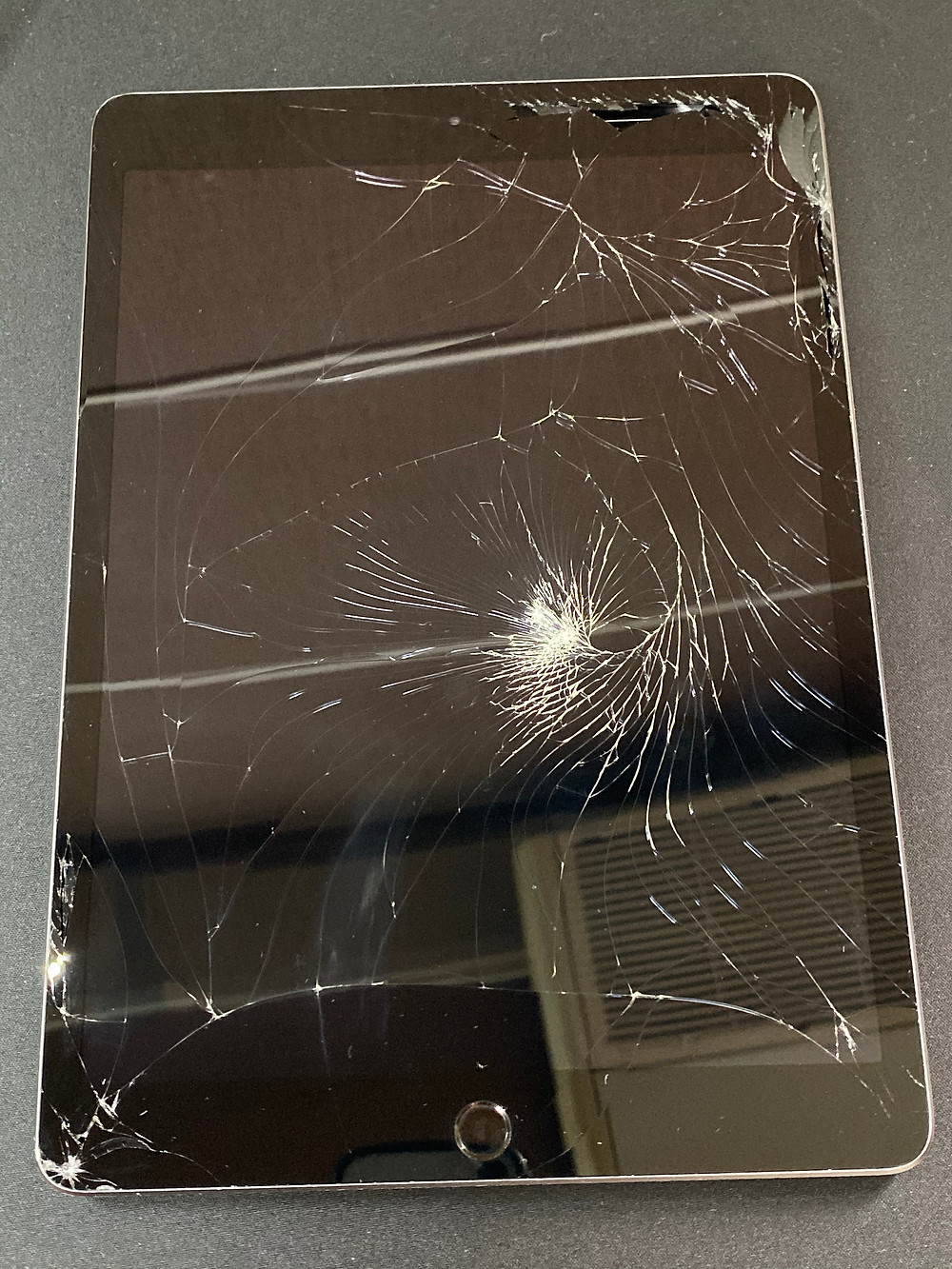 iPadのガラス割れは放置すると危険!《iPhone修理 パソコン修理 高岡》