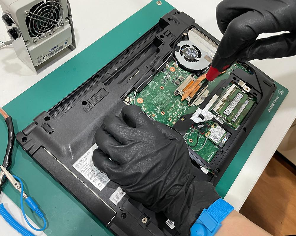 修理屋さんの静電気対策《パソコン修理 iPhone修理 富山》