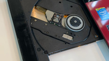 《パソコン修理 富山》音楽や映像を観たり、記録する光学ドライブの交換を行っております!