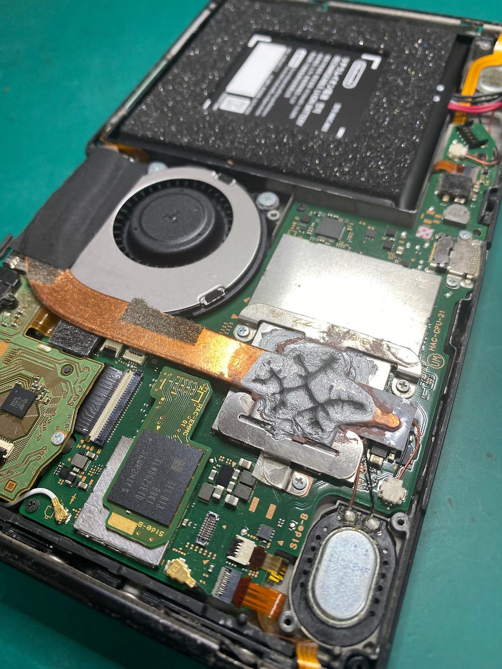 バッテリ交換しても充電の減りが改善されないSwitchを修理