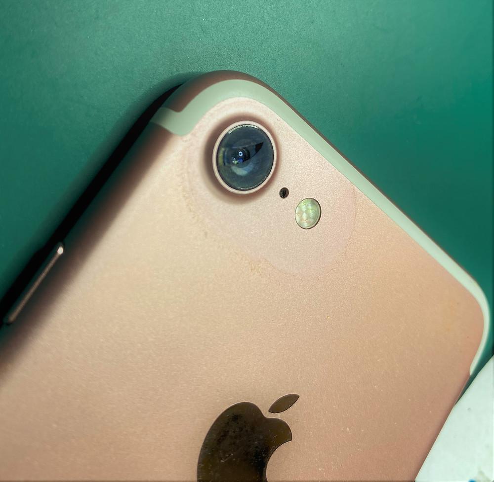 iPhoneの背面カメラカバーガラス交換いたします♪《iPhone修理 パソコン修理 高岡》
