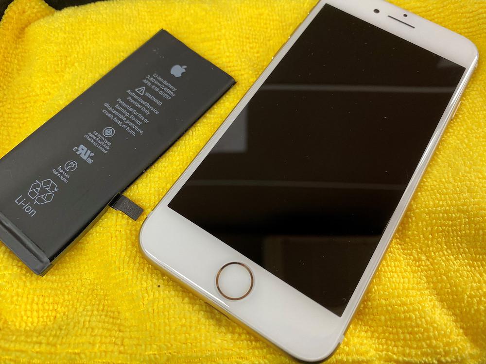 iPhoneのバッテリーを新品に♪《Switch修理 パソコン修理 高岡》