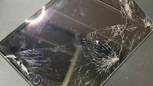 バキバキのiPadで怪我する前に!《iPhone修理 パソコン修理 高岡》