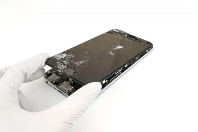 iPhoneフロントパネル「AとBの品質の違い」