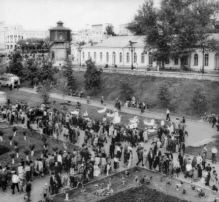 Исторический сквер, выставка цветов.