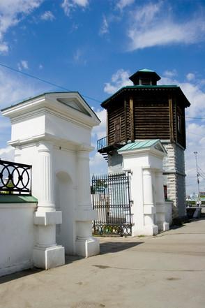 Водонапорная башня, северо-восточные ворота