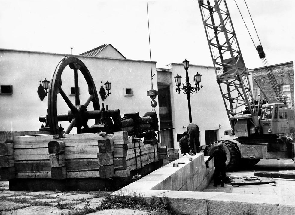Музейный дворик, установка листопроковочного молота в экспозиции «Техника уральских заводов».