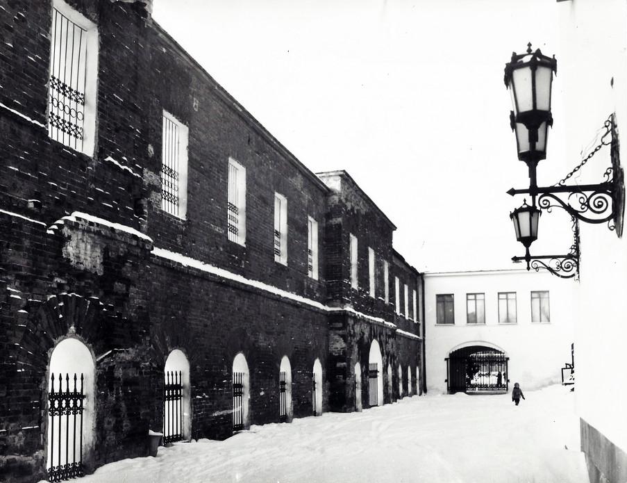 Восточная стена сборочного и слесарного цеха бывшей Екатеринбургской механической фабрики.