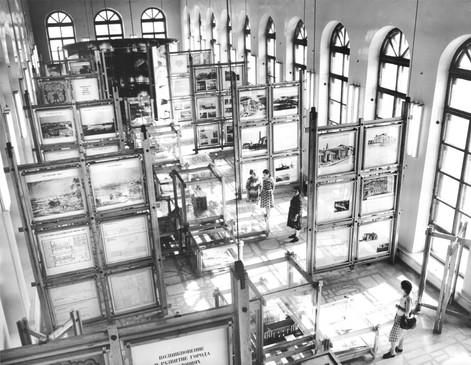 Экспозиция в большом зале музея, кон. 1980-х годов.