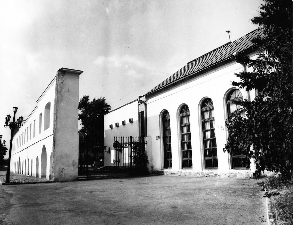Вход музейный дворик.
