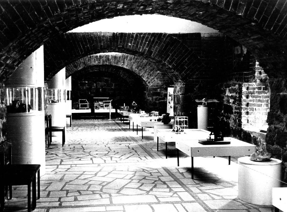 Первая экспозиция «История промышленной техники Урала» в малом зале музея в 1970-х годах.