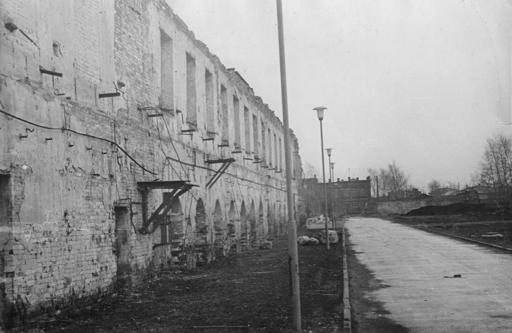 Восточная стена сборочного и слесарного цеха бывшей Екатеринбургской механической фабрики