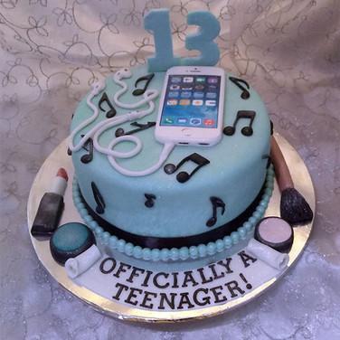 472-Smartphone-Cake.jpg