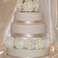 194 3 Tier Ivory & Pearl with White Rose
