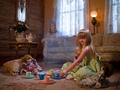 Spirits of loved ones watch over us after they pass. groundedpsychic.com Laura Zibalese