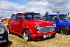 Red_Austin_Mini_Car_(2621441190)-min.jpg