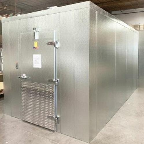 "Mint Condition Indoor Walk In Cooler D116"" x L116"" x H74"" + Compressor & Blower"
