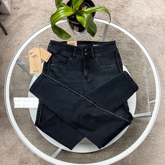 Salsa, Jeans schwarz mit Steinchen am Hosenbein