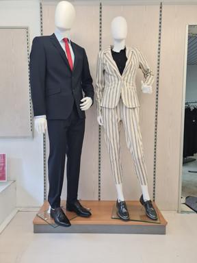 Links Herren, Outift von Digel Rechts Damen, Outfit von ICHI