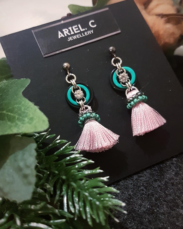 | ARCM07 | Gem & Tassel (Pink)