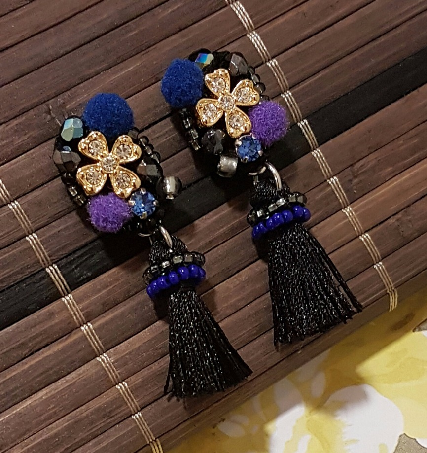   ART019   Black & Gold Earrings