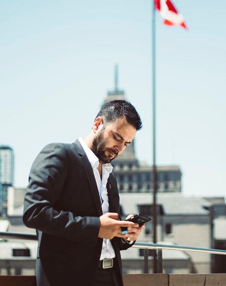 businessman-busy-canada-624368.jpg
