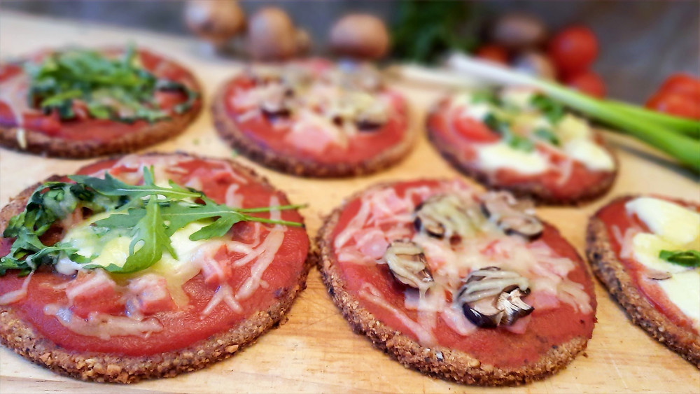 lowcarb, Pizza, Low Carb, Pizzen, Mini-Pizza, abnehmen, backen, Rezept, Küstencookie, Kuestencookie