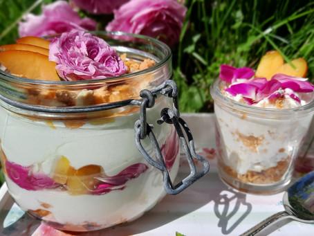 Sommer im Glas: Pfirsich-Rosen-Dessert 🍑🌹
