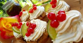 Küste, Kunst und Johannisbeer-Baiser-Cupcakes