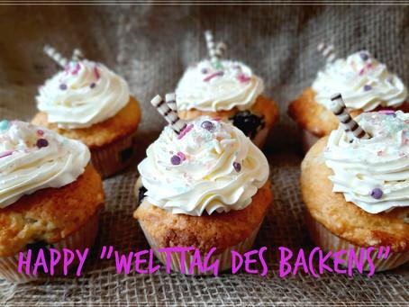 Honig-Kirsch-Cupcakes zum Welttag des Backens 🍯🍒🧁