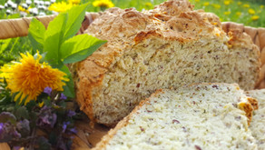 Ruckzuck gebacken, ohne Hefe: Wildkräuter-Joghurt-Brot 🌿🐛