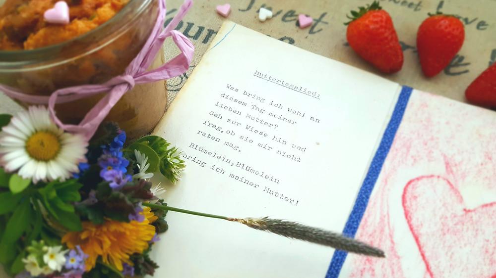 Muttertagsgedicht, Gedicht, Erdbeeren, Erdbeerkuchen, Blumenstrauß