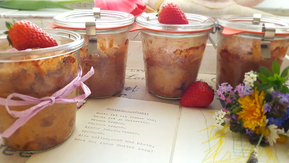 Erdbeerkuchen im Glas, Erdbeerkuchen, Muttertag, Muttertagslied, Erdbeeren, Kinderbild, Blumenstrauß