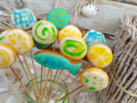 Knallig, cool und ein wenig crazy: Keks-Lollies 🍭