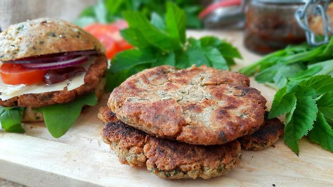 Wild und veggie: Kichererbsen-Giersch-Burger