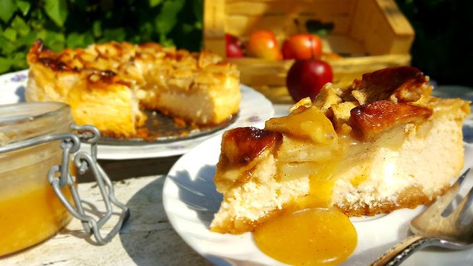 ApfelköstlichZeiten: Apfel-Käsekuchen mit Salz-Karamellsoße 🍏