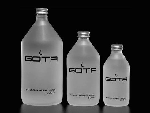 Botella de agua mineral premium