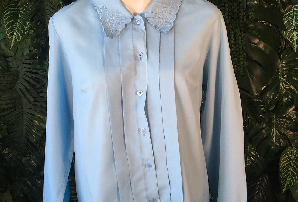 Pleated blouse with embroidered collar (size 42)