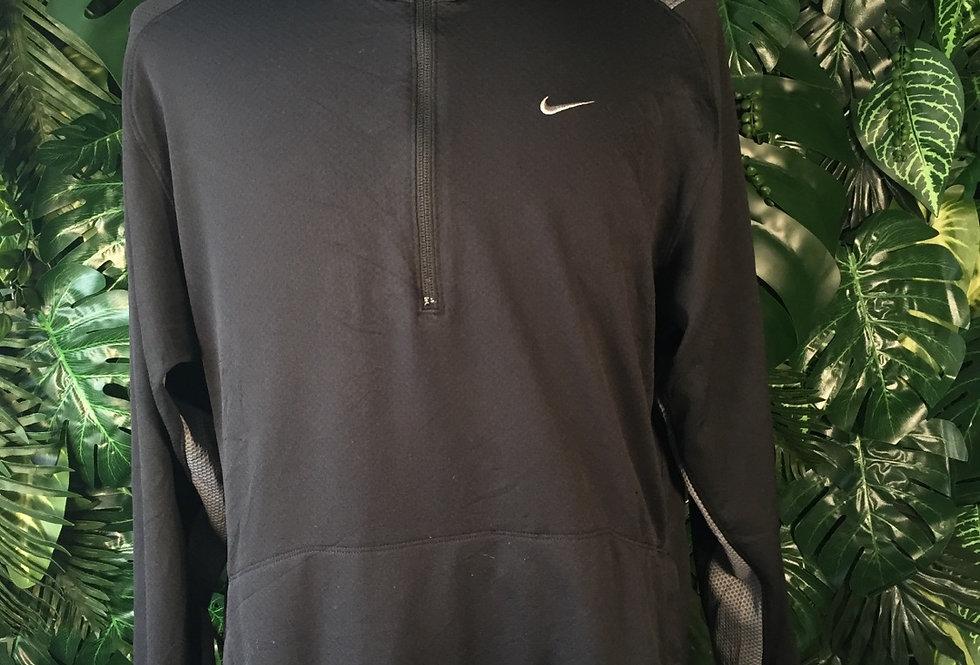 Nike lightweight pullover (L)