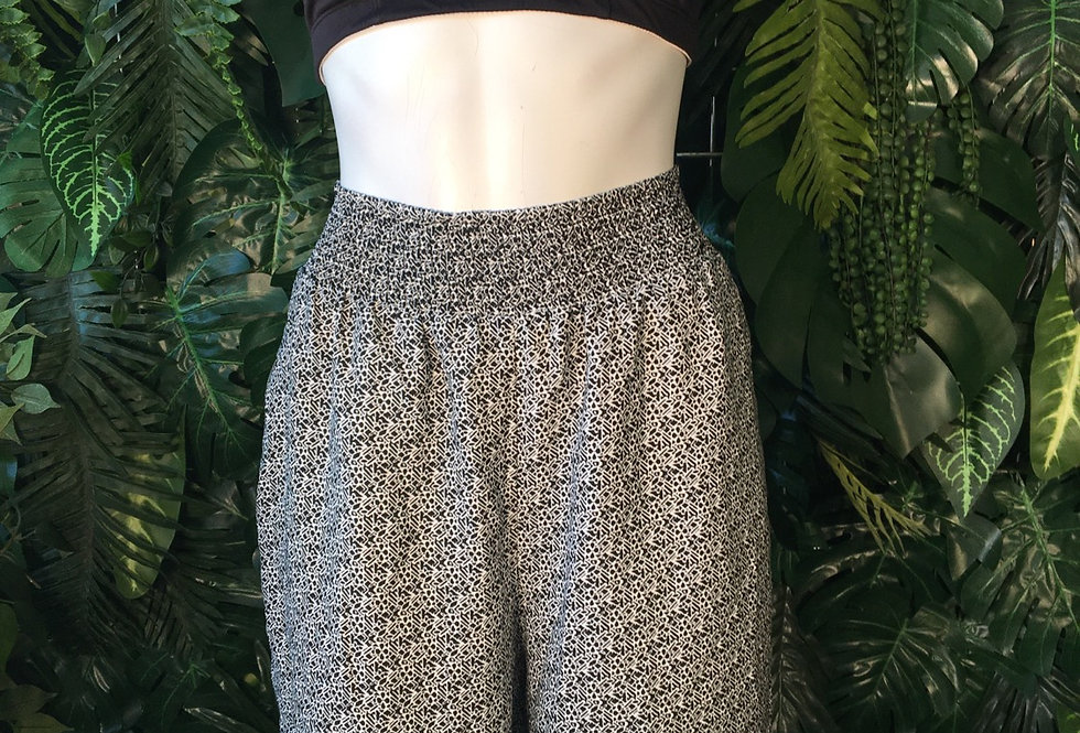 Monochrome shorts with zip pockets (size 18)